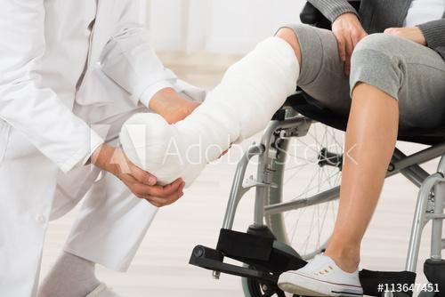 ขาหักใส่เฝือก